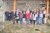 Le groupe sous la pluie